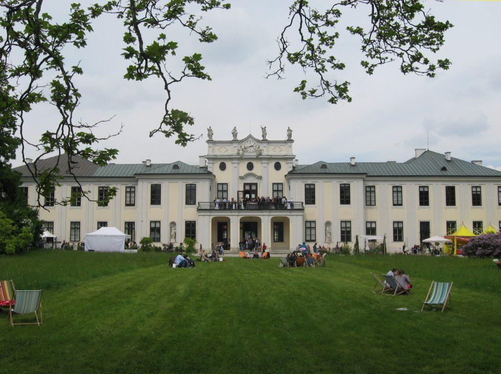 Schloss Hetzendorf, home of Modeschule Hetzendorf; photo c/o Wikipedia
