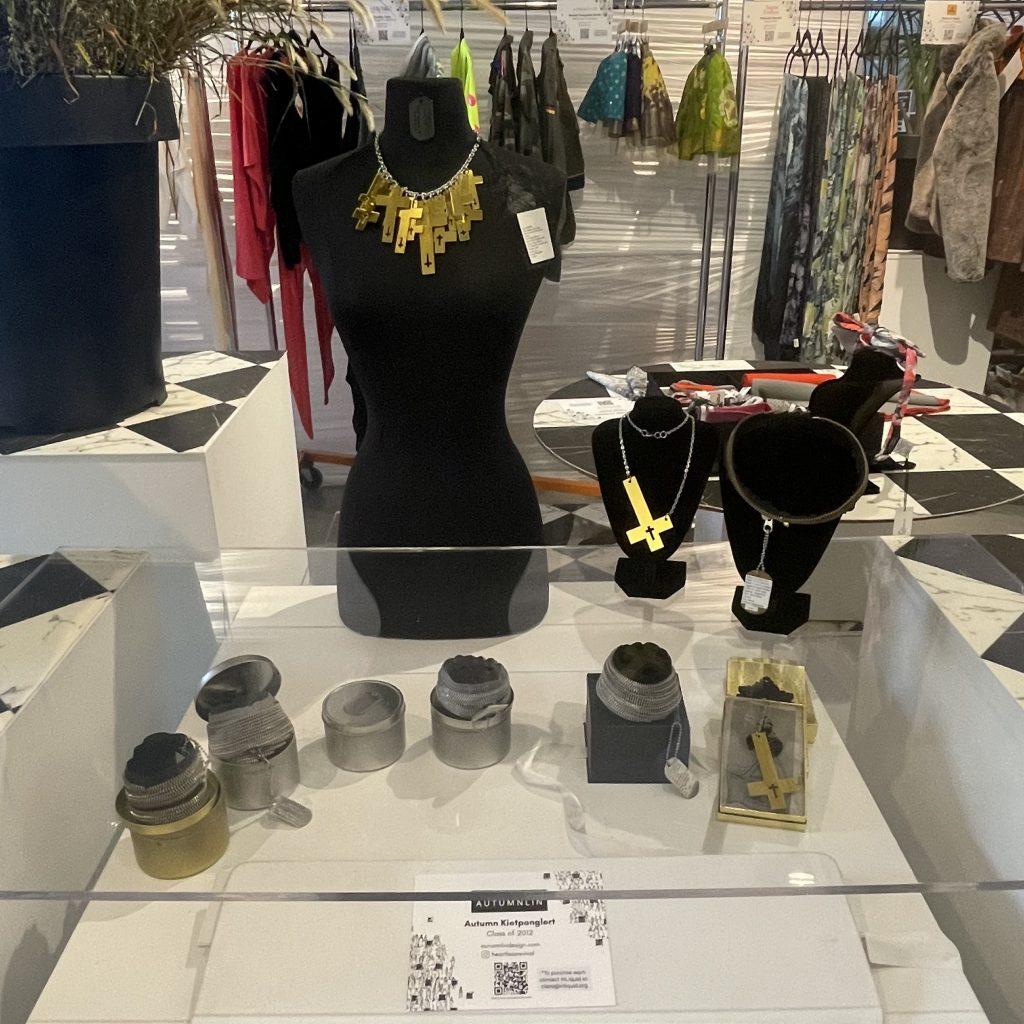 Autumnlin Kietponglert accessories display; © Manic Metallic 2021